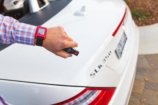 Mercedes-Pebble-smartwatch-2