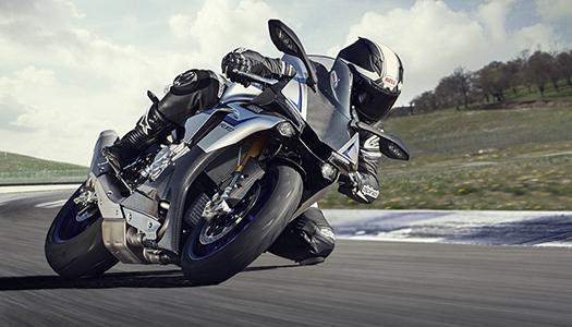 2015-Yamaha-YZF1000R1SPL-EU-Silver-Blu-Carbon-Action-001