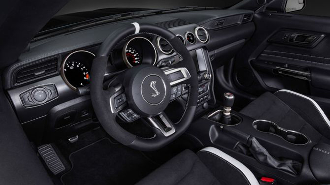 ford-shelby-gt350r-mustang-interior-1