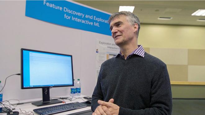 Microsoft'un acemi teknolojisiyle kullanıcı sahip, elektronik beyin burslu öğrenci oluyor