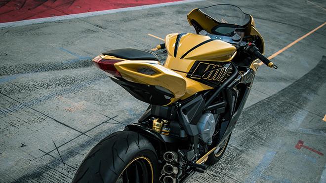 MV-Agusta-F3-800-show-bike-4