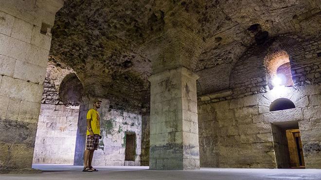 Diocletian's Palace'ın bodrumu