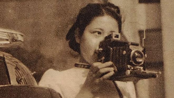 20'lerindeki Tsuneko Sasamoto.