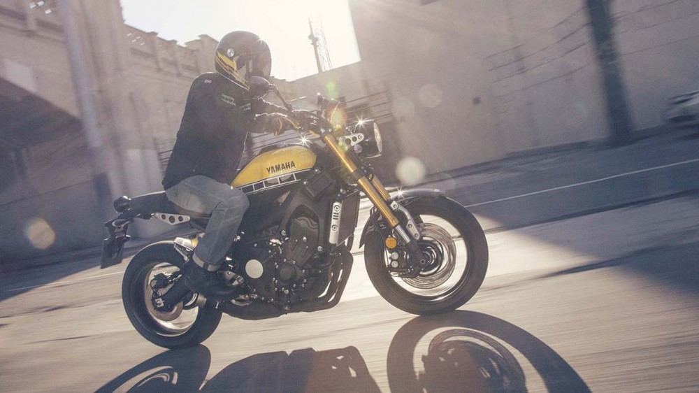 2016-Yamaha-XSR900-action-08
