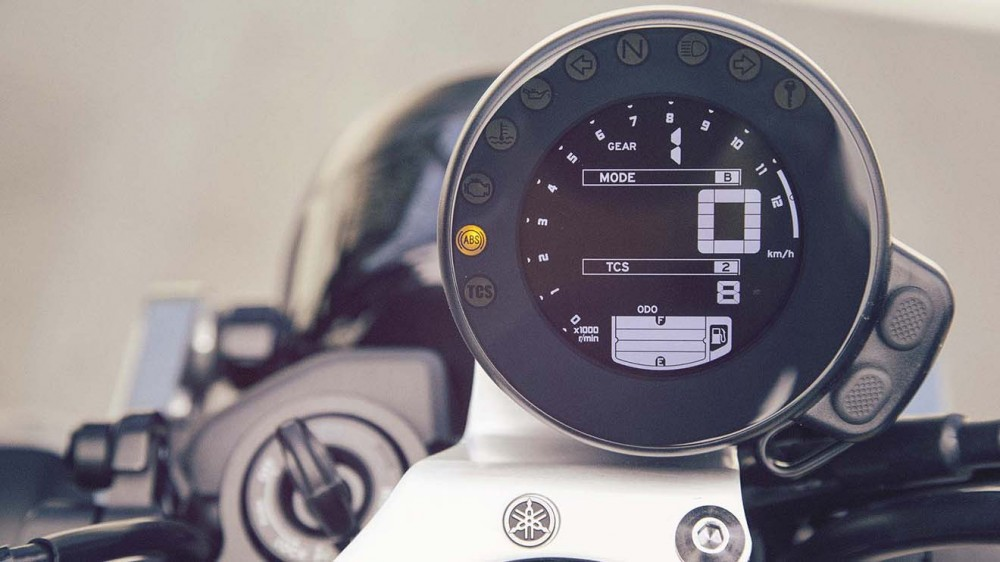 2016-Yamaha-XSR900-details-06