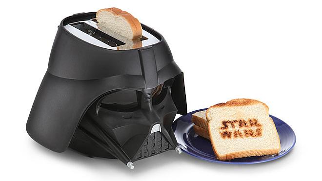 """Darth Vader ekmek kızartma makinesi. Bazıları ekmeğini """"yanık"""" sever."""