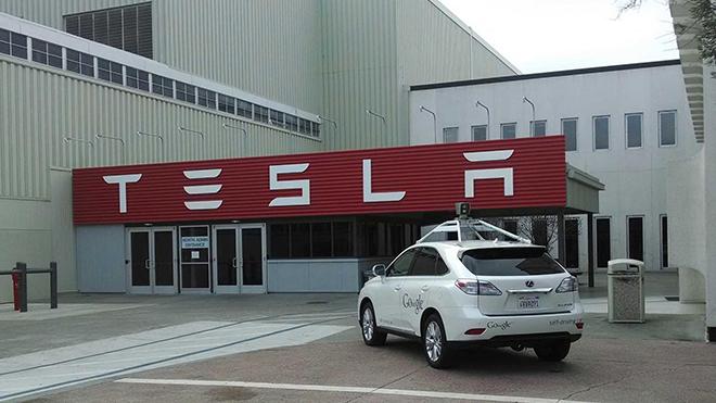 tesla-google-driverless-car-1