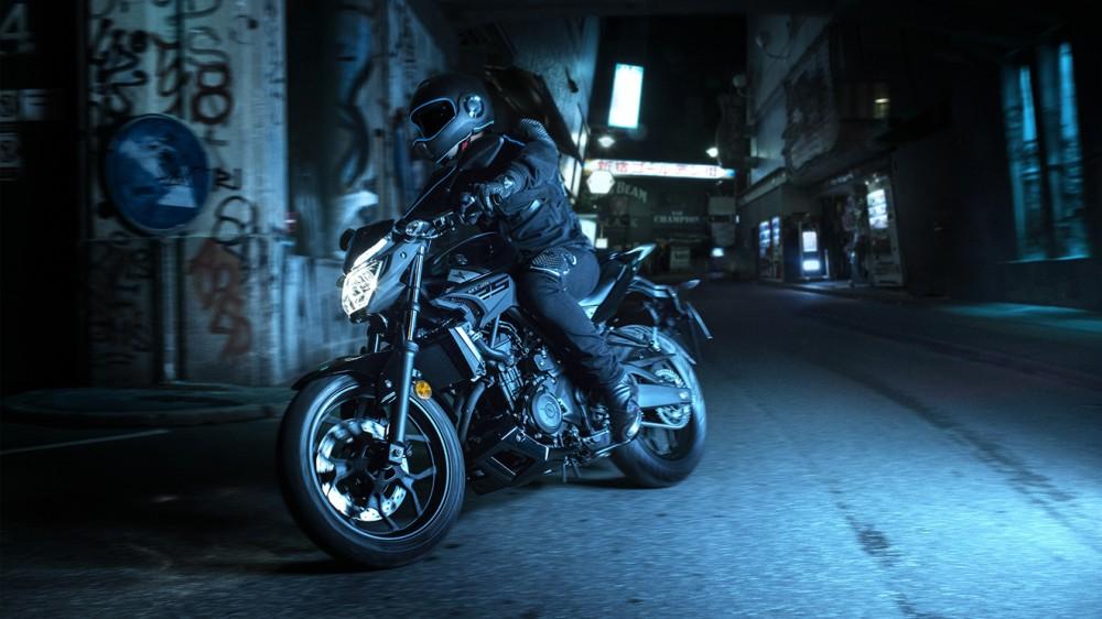 2016-Yamaha-MT250-EU-Midnight-Black-Action-001