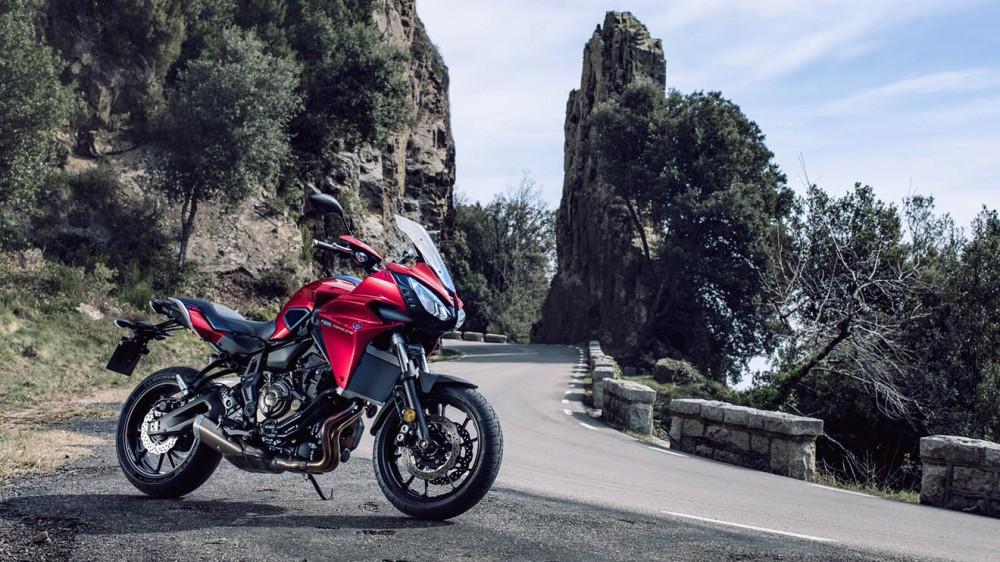 2016-Yamaha-MT07TR-EU-Radical-Red-Static-004