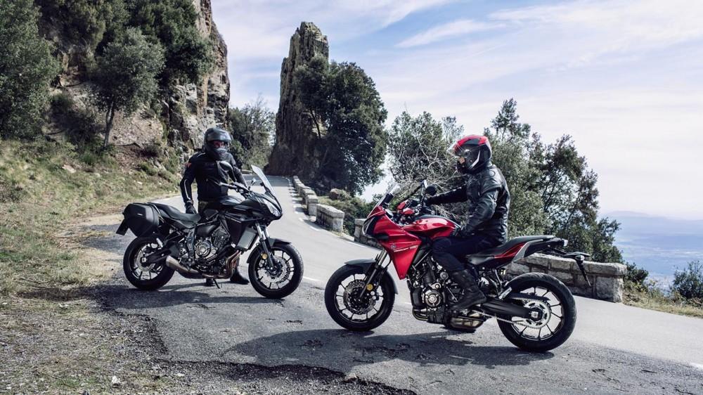 2016-Yamaha-MT07TR-EU-Radical-Red-Static-005