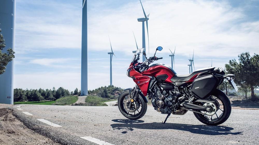 2016-Yamaha-MT07TR-EU-Radical-Red-Static-007