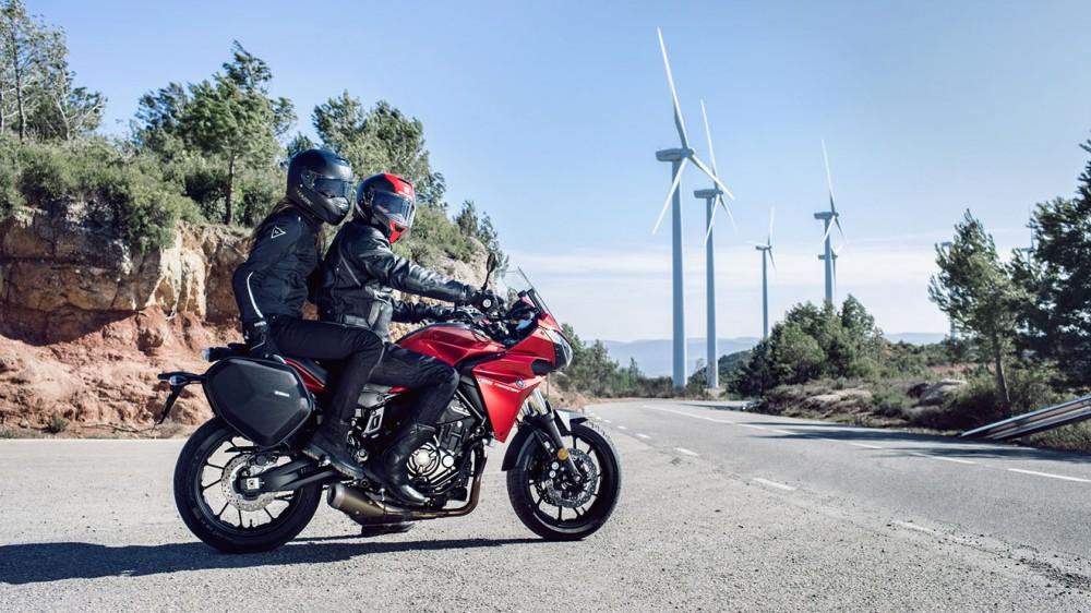 2016-Yamaha-MT07TR-EU-Radical-Red-Static-008