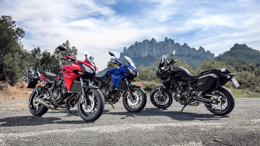 2016-Yamaha-MT07TR-EU-Radical-Red-Static-011