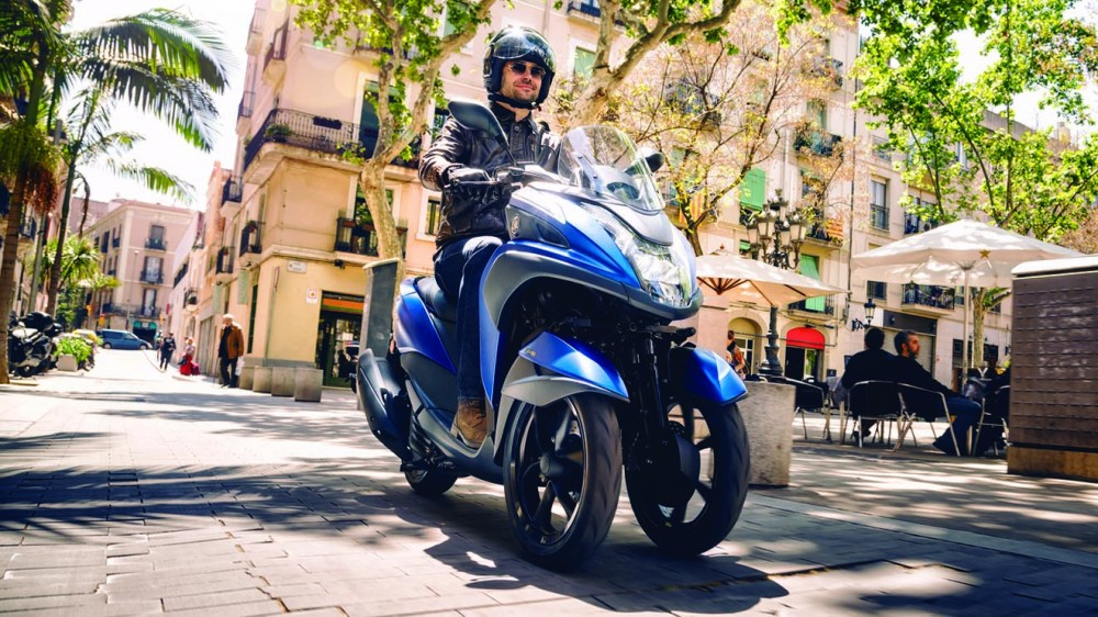 2016-Yamaha-Tricity-155-EU-Cyber-Blue-Action-001