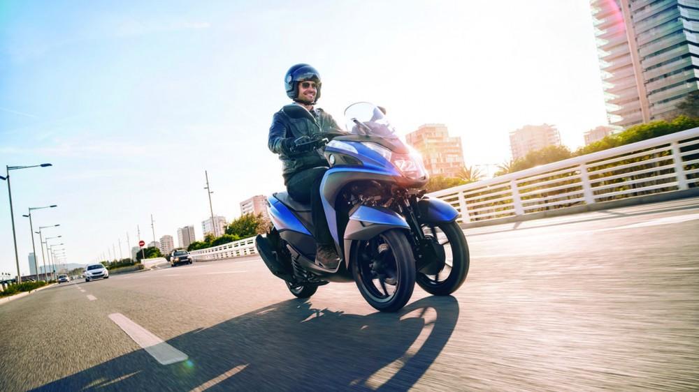 2016-Yamaha-Tricity-155-EU-Cyber-Blue-Action-003