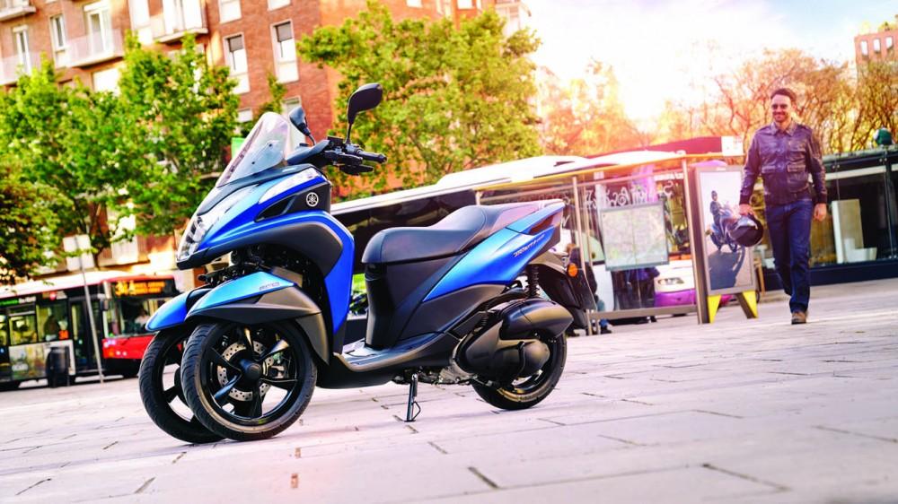 2016-Yamaha-Tricity-155-EU-Cyber-Blue-Static-004