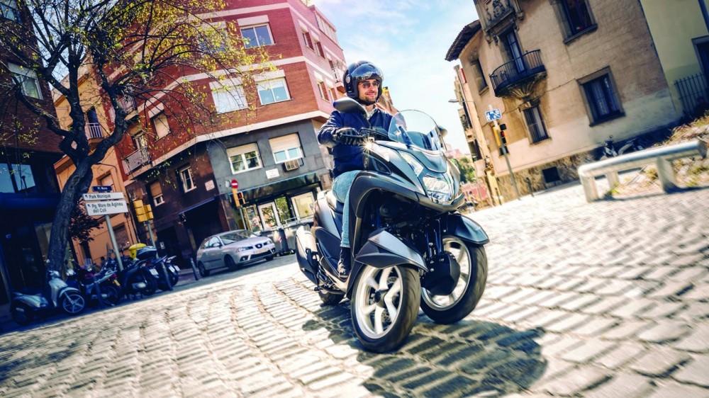 2016-Yamaha-Tricity-155-EU-Oxford-Grey-Action-001 (1)