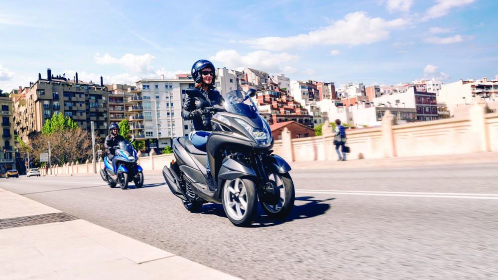 2016-Yamaha-Tricity-155-EU-Oxford-Grey-Action-002