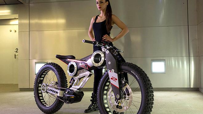 Bike-con-modella-12-710x470-1