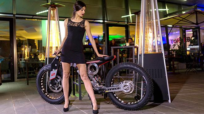 Carbon-bike-con-modella-1