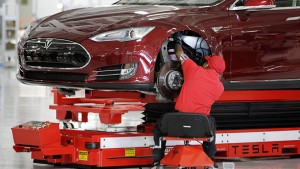 minor-accident-temporarily-shuts-down-tesla-plant-in-fremont-california-98932_1