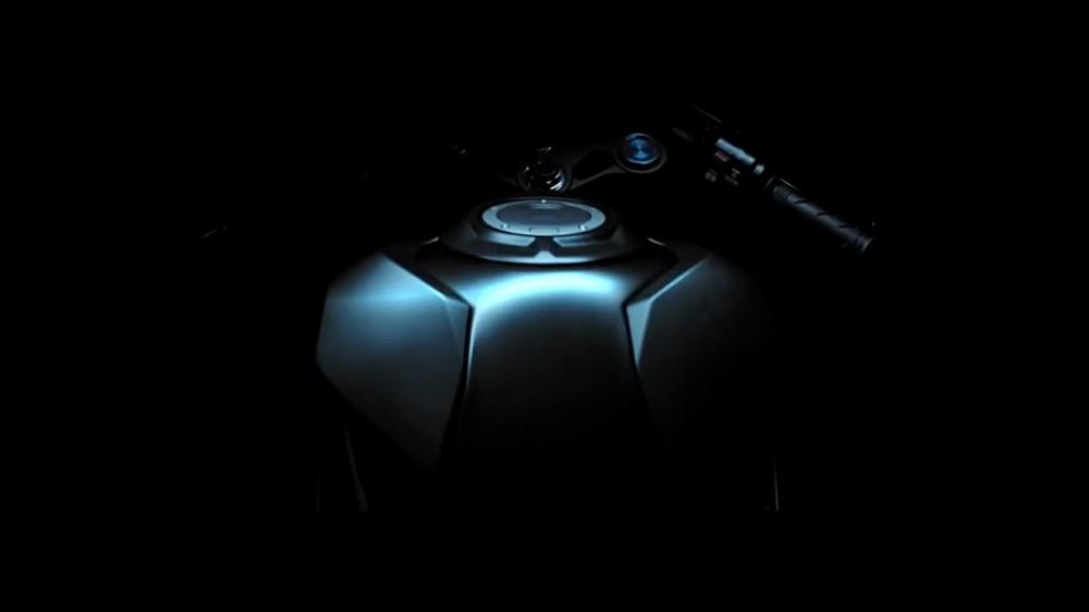 2017-Honda-CBR250RR-teaser-video-fuel-tank-2