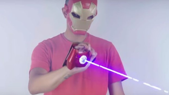 Iron Man olma hayalini gerçeğe dönüştüren lazerli eldiven