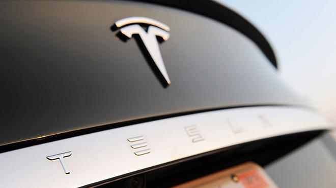 Tesla otopilot sistemi daha fazla radar ve sensörle desteklenecek