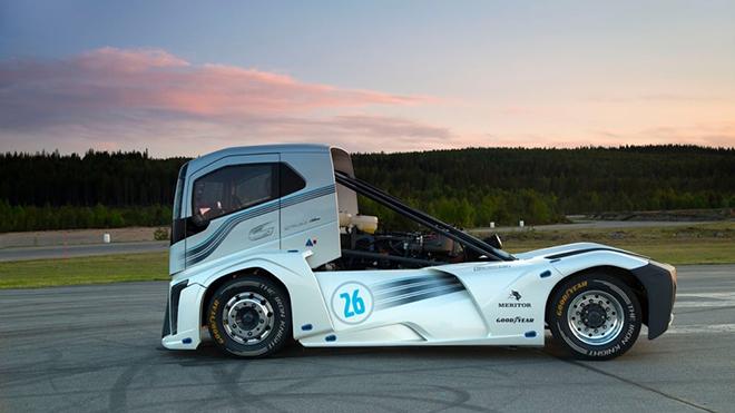 volvo-trucks-iron-knight-world-land-speed-records-7