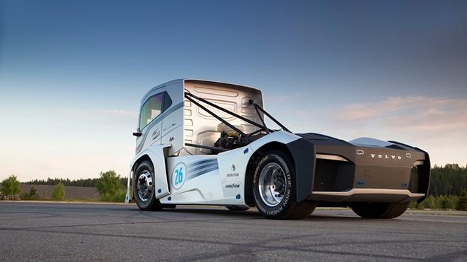 volvo-trucks-iron-knight-world-land-speed-records-8