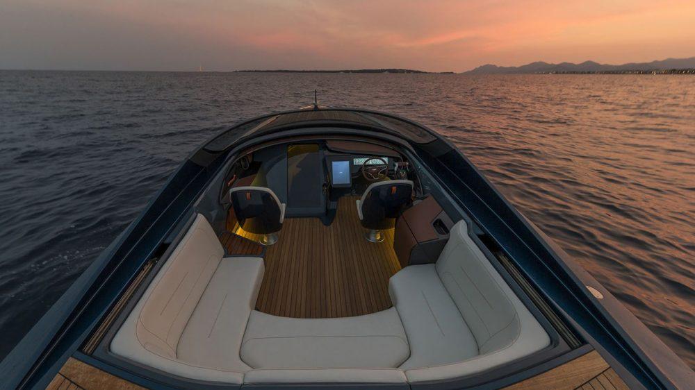 astonmartinam37powerboat5
