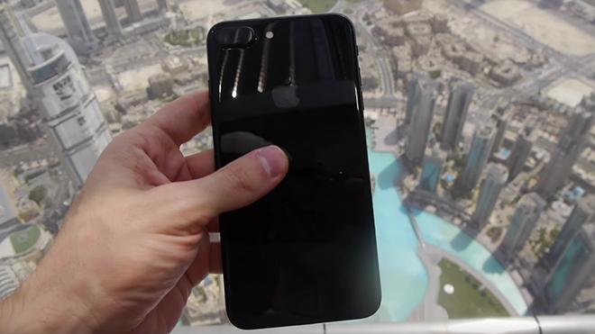 iPhone 7'yi dünyanın en yüksek binasından aşağı attılar