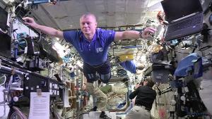 space-mannequin-challenge