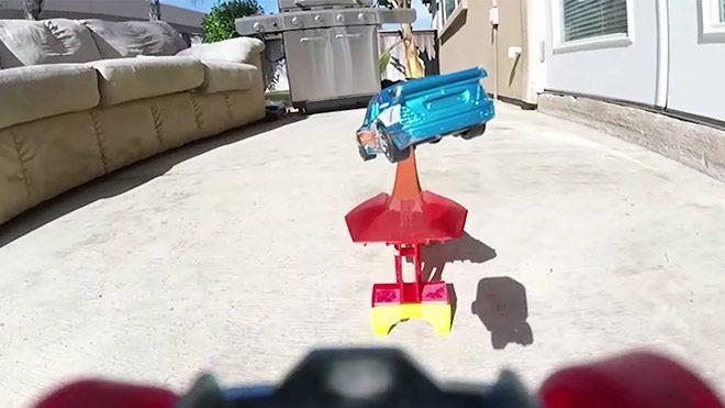 Oyuncak arabalarla yapılmış soluksuz bir maceraya konuk olun [Video]