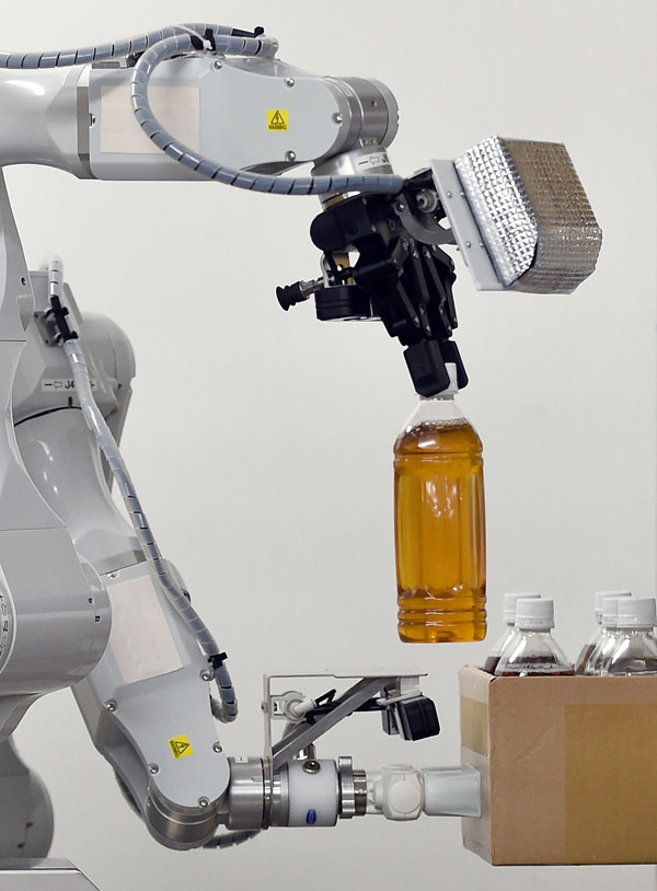 Şirketlerin robot iş gücüne yönelmesi insanların geleceğini nasıl etkiliyor? [Analiz]