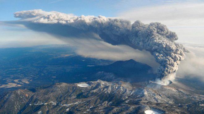 Dev yanardağ patlamasına drone ile nefes kesici yolculuk [Video]