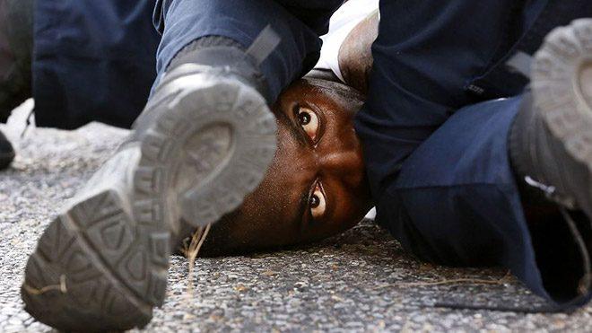"""Jonathan Bachma'nın """"Protestor's Eyes"""" isimli fotoğrafı"""
