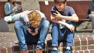 Fransa okulda telefon yasak