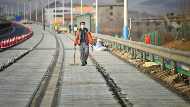 Çin güneş enerjili yol