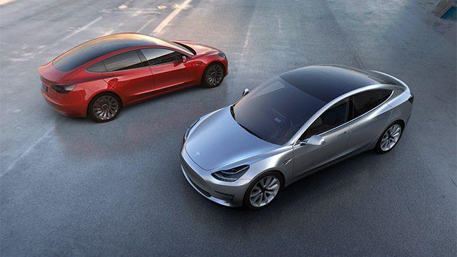 Tesla Model 3'e, son güncelleme ile şaşırtan iki temel özellik eklendi