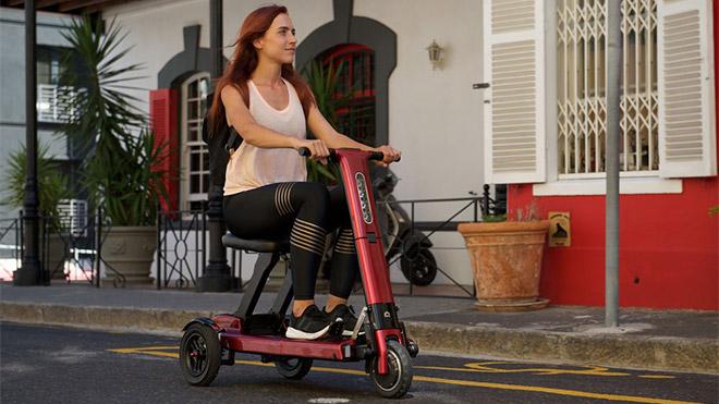 Katlandığında bir valiz kadar küçülebilen elektrikli scooter