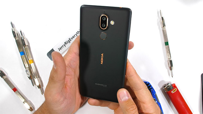 Nokia 7 Plus JerryRigEverything