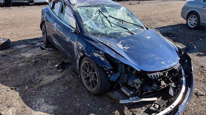 Tesla Model 3 kaza