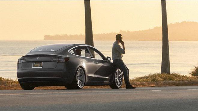 Tesla Model 3 Nomad kablosuz şarj