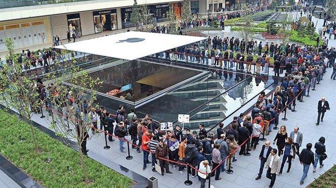 Zorlu Apple Store iPhone kuyruğu