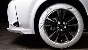 Lexus UX Nike Air Force 1