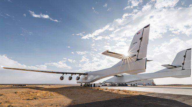 Dünyanın en büyük uçağı Stratolaunch