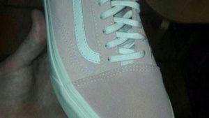 Bu ayakkabı ne renk?