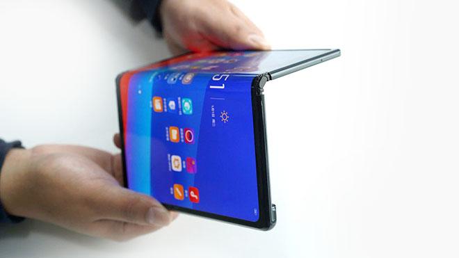 Katlanabilir telefon Sony Xperia F
