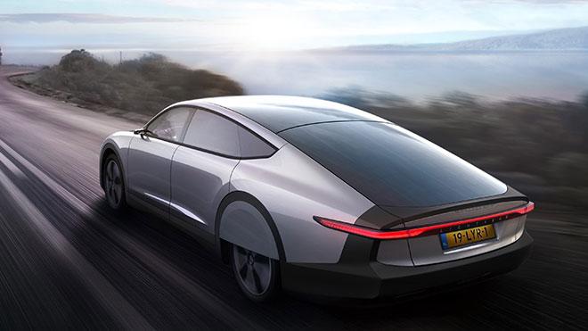 Güneş enerji panelli otomobil